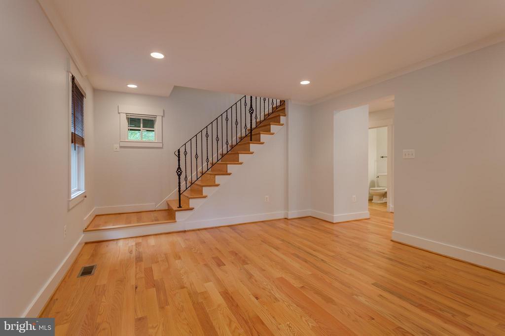 Living Room - 35 ABERDEEN ST S, ARLINGTON