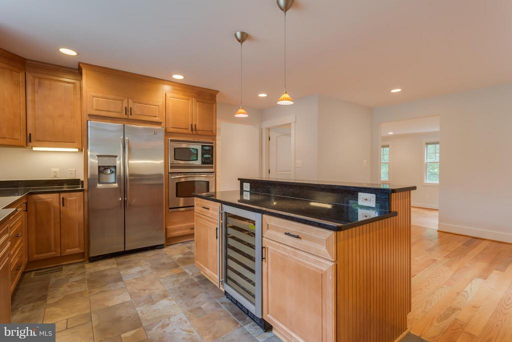 Gourmet Kitchen With Wine Fridge - 35 ABERDEEN ST S, ARLINGTON
