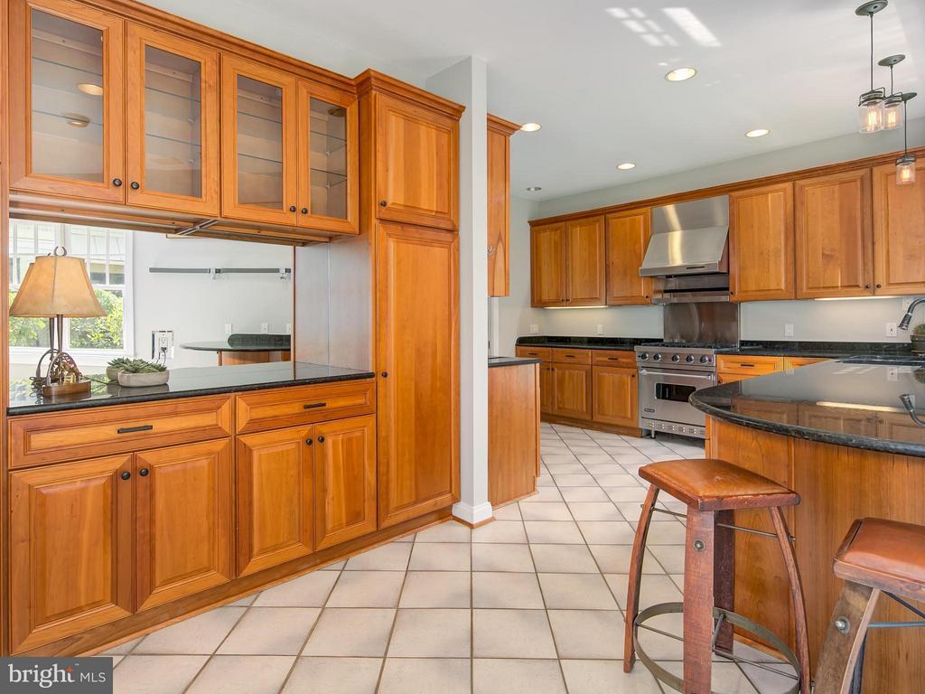 Kitchen - 716 EDGEWOOD ST N, ARLINGTON