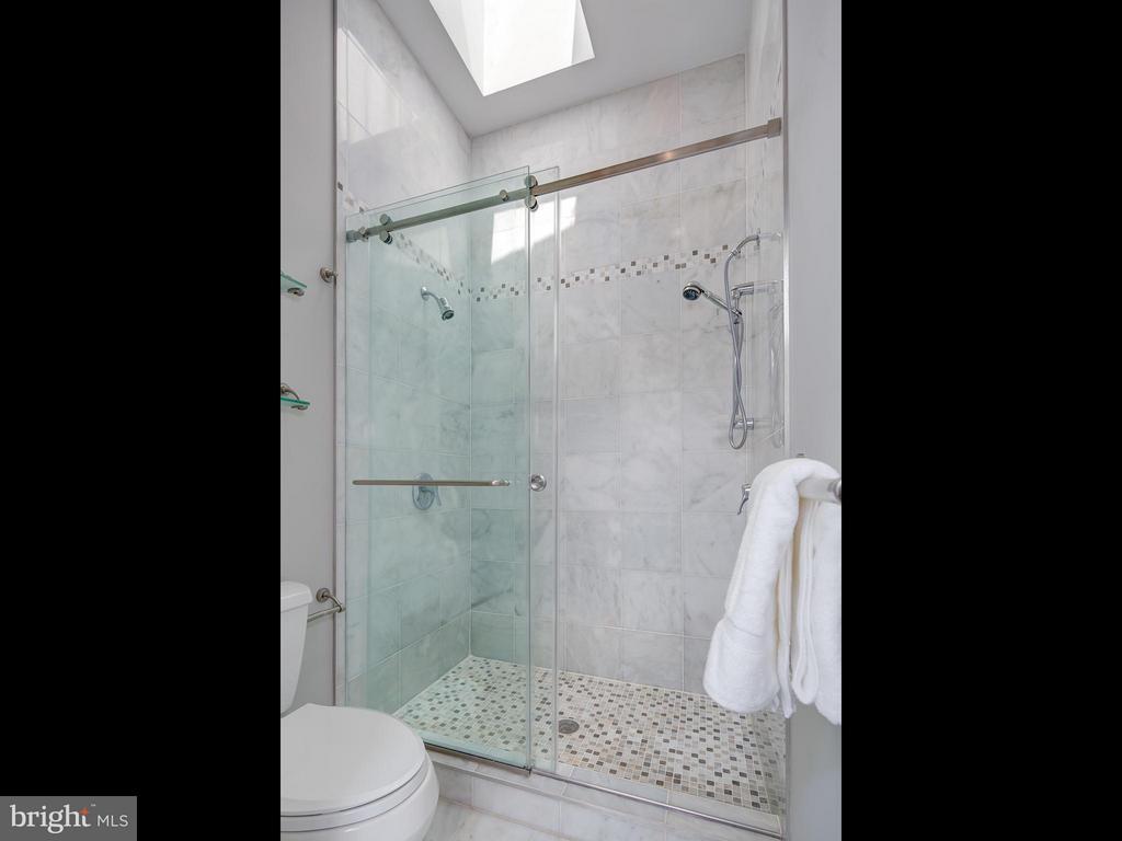Bath (Master) - 716 EDGEWOOD ST N, ARLINGTON
