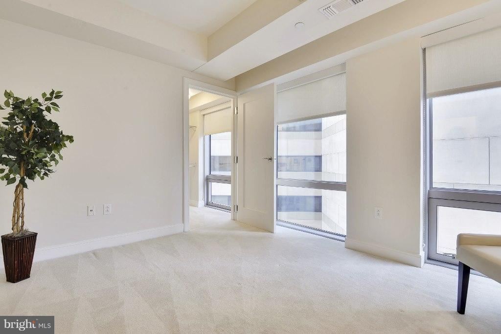 Second bedroom with walk-in closet - 1111 19TH ST N #1603, ARLINGTON