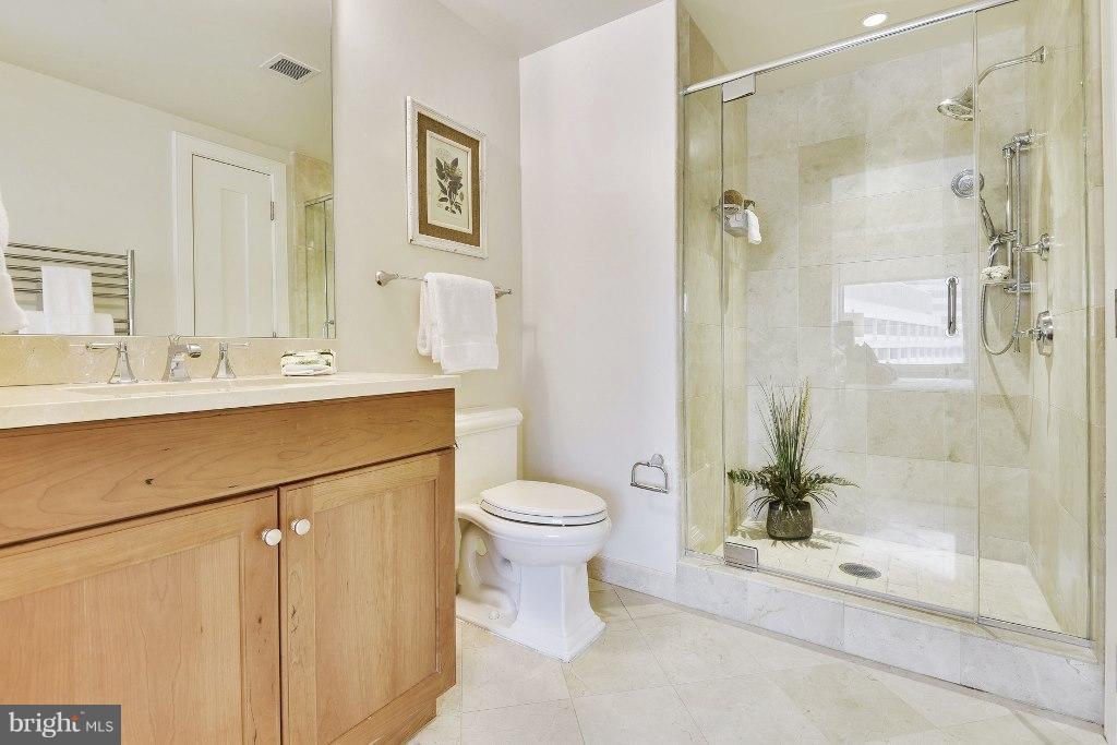 Master Bathroom - 1111 19TH ST N #1603, ARLINGTON