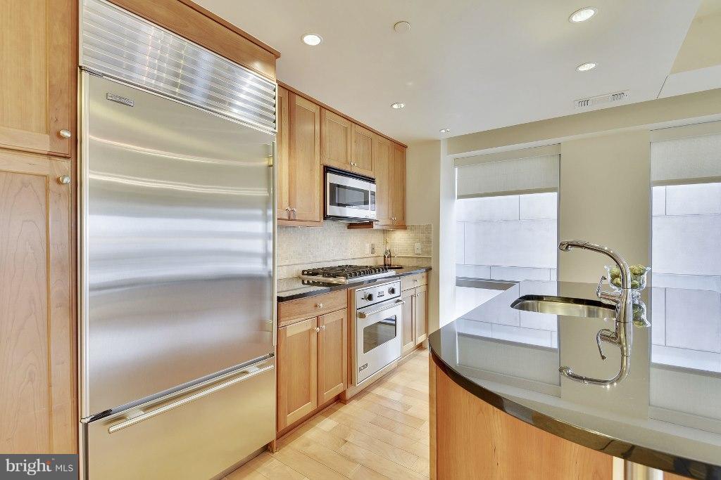 Woodmode cabinets, SubZero and Miele appliances - 1111 19TH ST N #1603, ARLINGTON