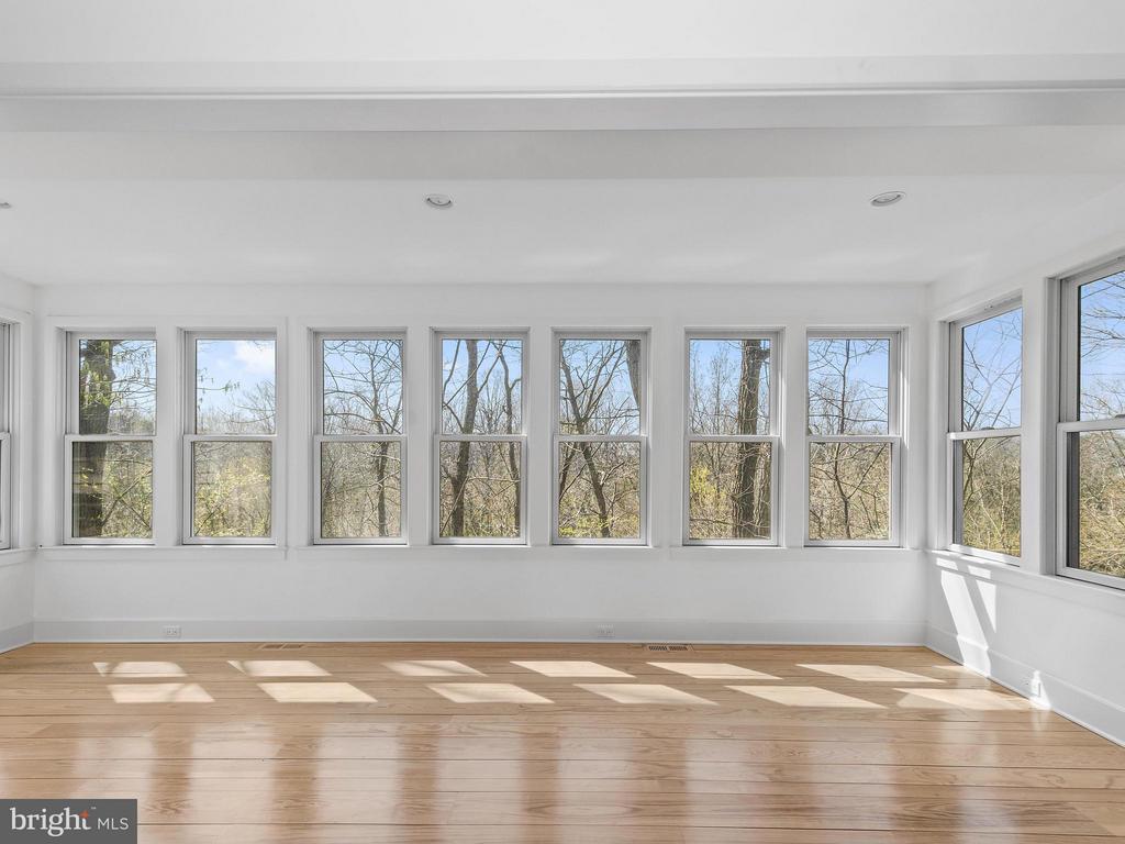 Sunroom off Family Room, looks over Goose Creek - 23057 KIRK BRANCH RD, MIDDLEBURG