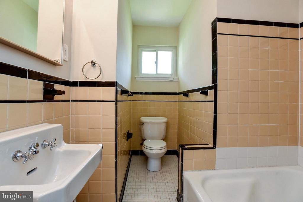 Bath Hall way - 6703 41ST AVE, UNIVERSITY PARK