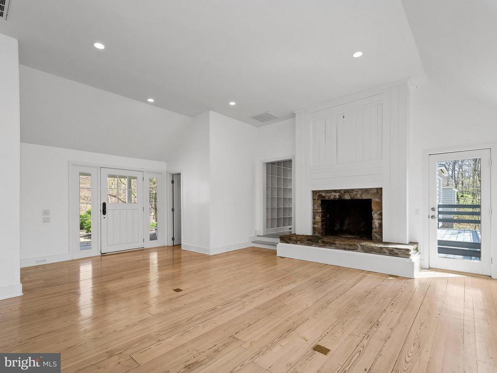 Family Room, front foyer, heart pine floors - 23057 KIRK BRANCH RD, MIDDLEBURG