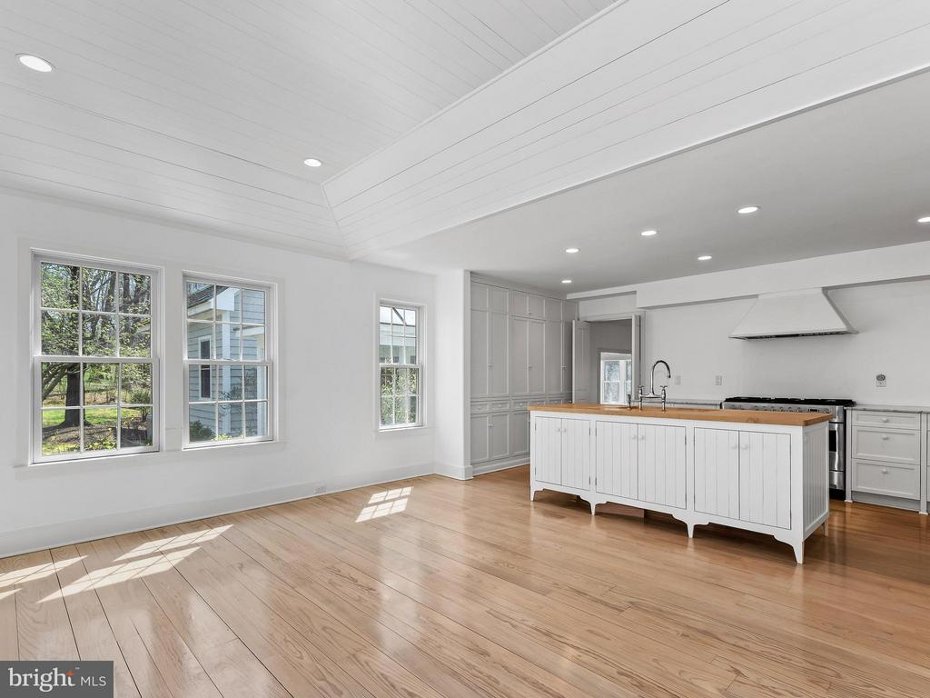Wonderful space to entertain - 23057 KIRK BRANCH RD, MIDDLEBURG