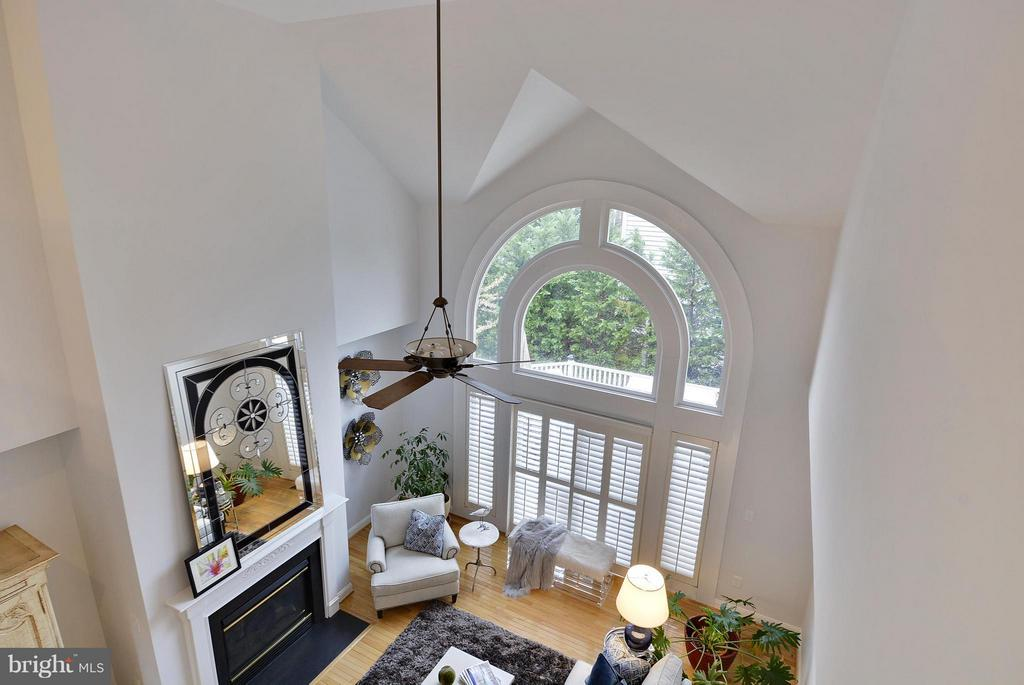 Two-Story Family Room - 18503 PELICANS NEST WAY, LEESBURG