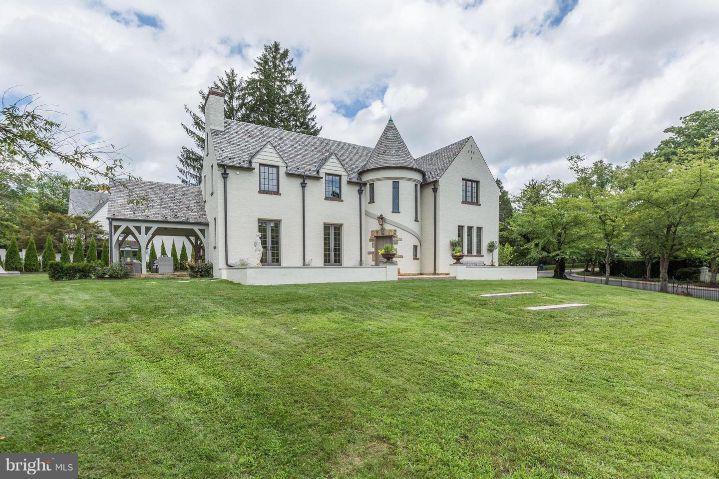 Single Family Home for Sale at 6401 Elmwood Road 6401 Elmwood Road Chevy Chase, Maryland 20815 United States