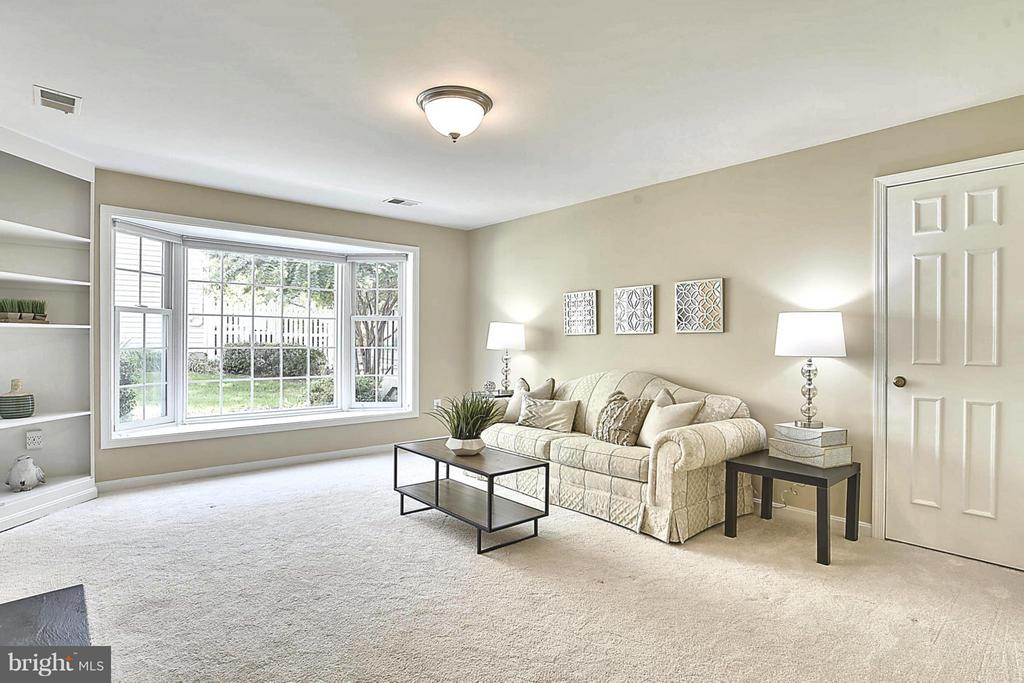 Built-ins and a Window Seat - Heaven!!! - 10208B ASHBROOKE CT #18, OAKTON