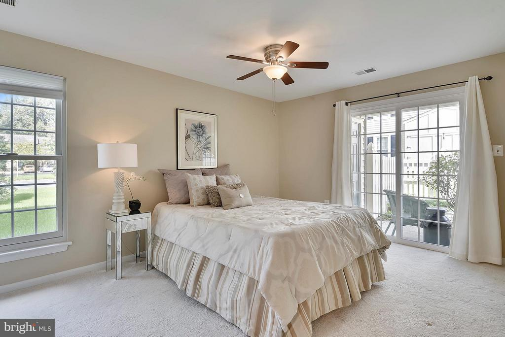 Huge Mstr Bedroom Opens to Patio! - 10208B ASHBROOKE CT #18, OAKTON