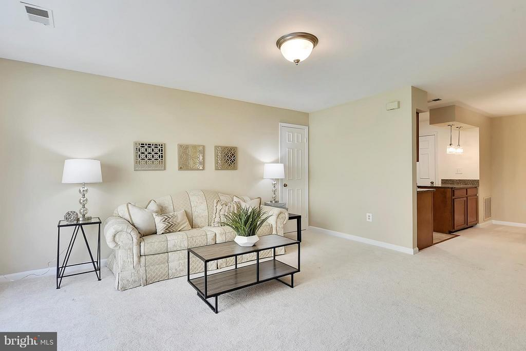 This beautiful LR is flooded with Natural Light! - 10208B ASHBROOKE CT #18, OAKTON