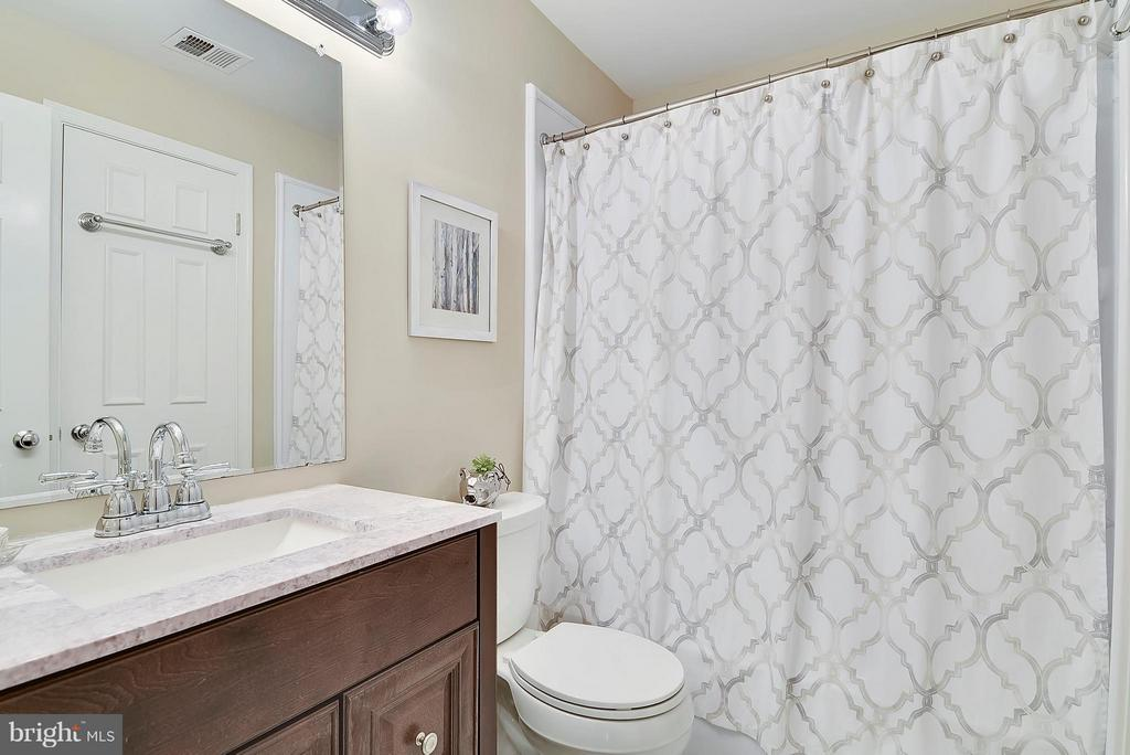 Bath has NEW Vanity and NEW Bath Fitter Tub/Shower - 10208B ASHBROOKE CT #18, OAKTON