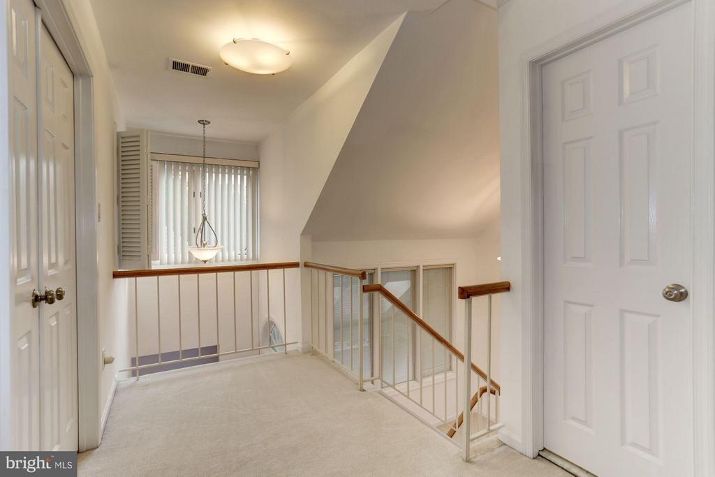 Upper level hallway - 10511 MILLER RD, OAKTON