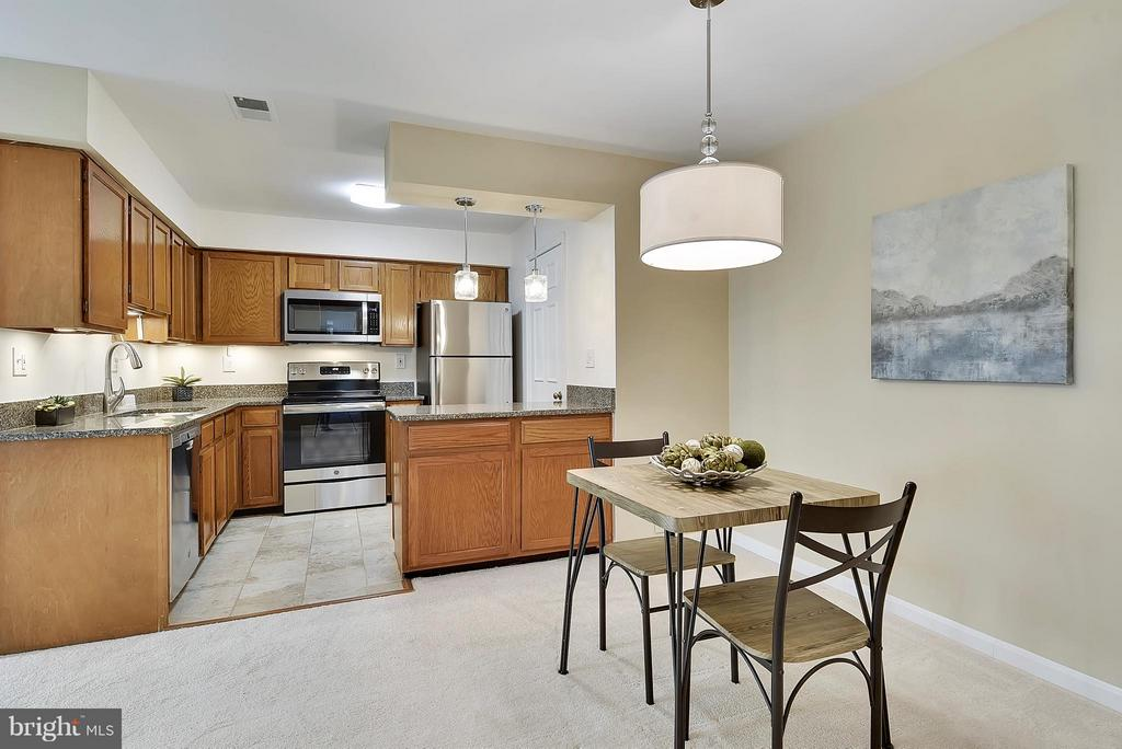 Great Floor Plan for Entertaining! - 10208B ASHBROOKE CT #18, OAKTON