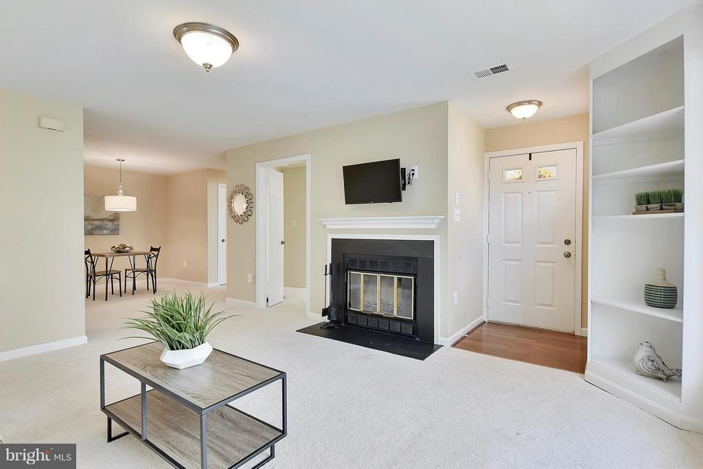 Live large in this Open Floor Plan - 10208B ASHBROOKE CT #18, OAKTON