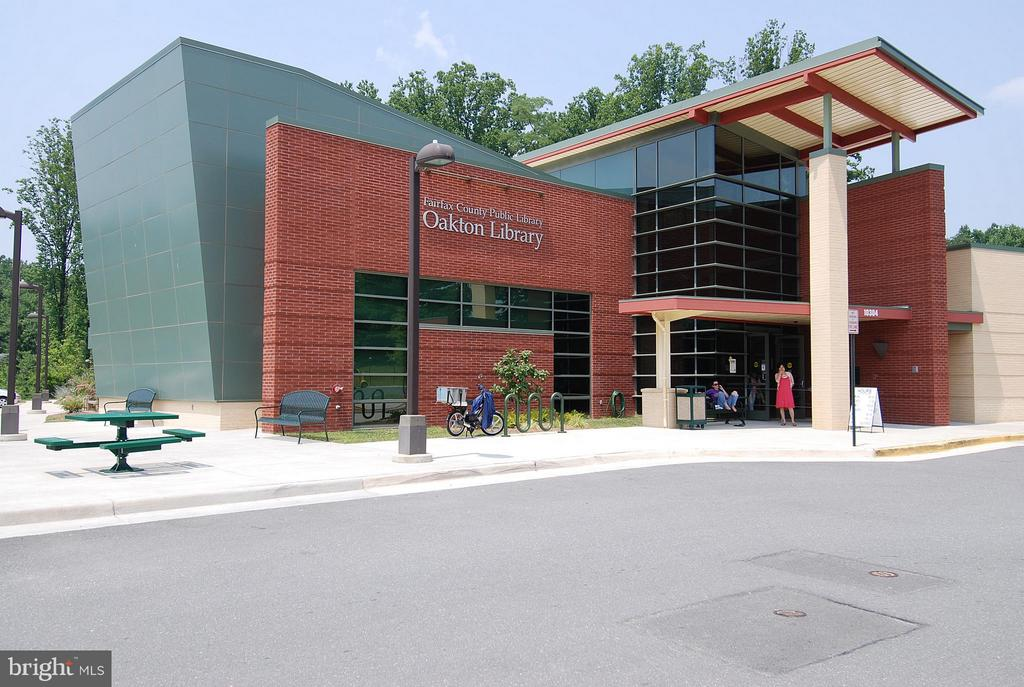 Oakton Library less than 1mi away! - 10208B ASHBROOKE CT #18, OAKTON