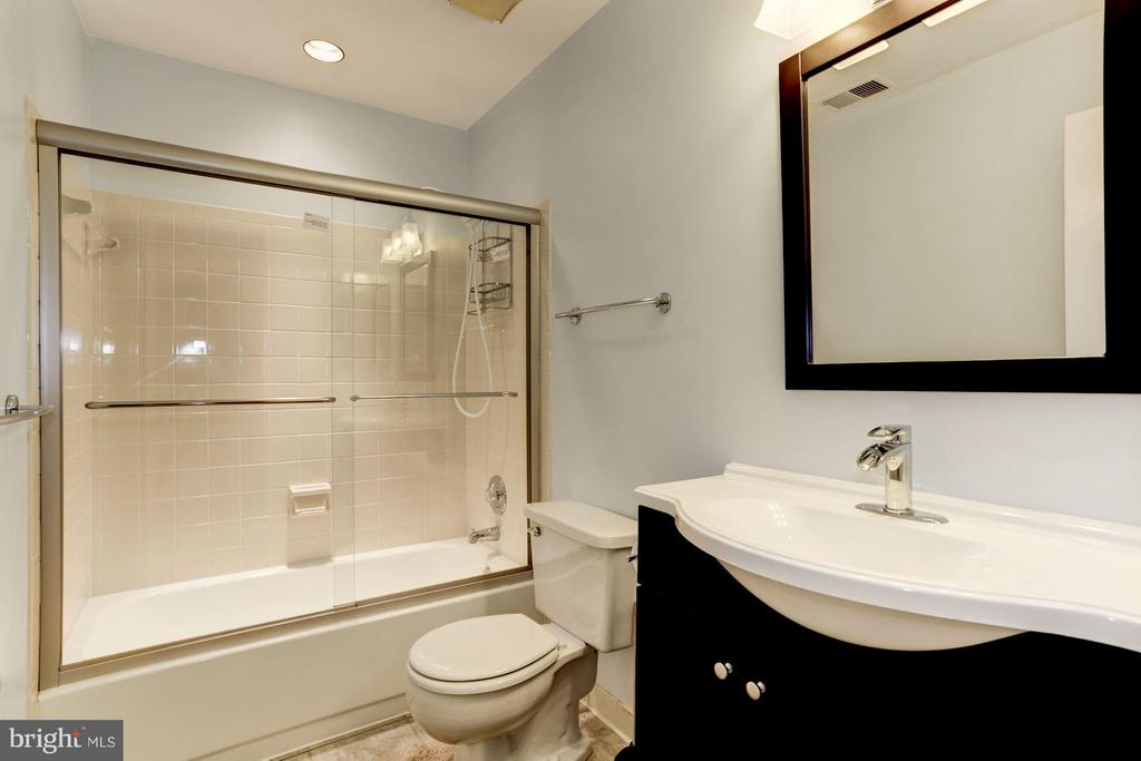 Bath - 10511 MILLER RD, OAKTON