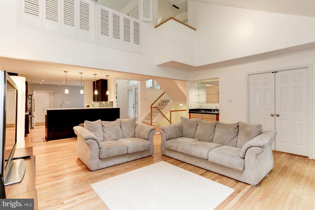 Living Room - 10511 MILLER RD, OAKTON