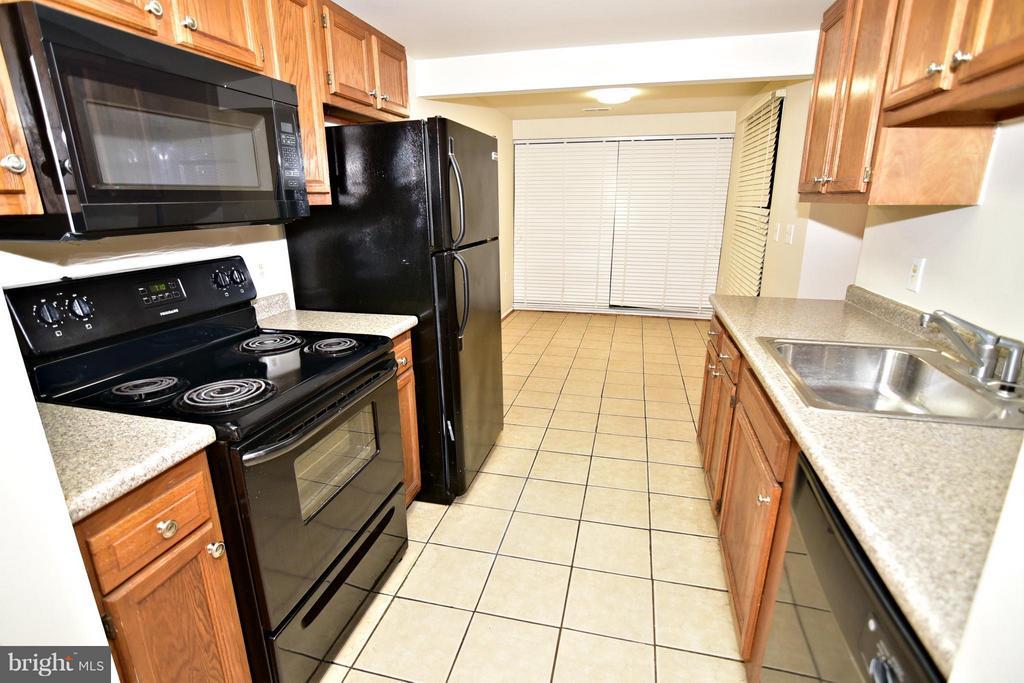 Kitchen - 13128 WONDERLAND WAY #22-104, GERMANTOWN