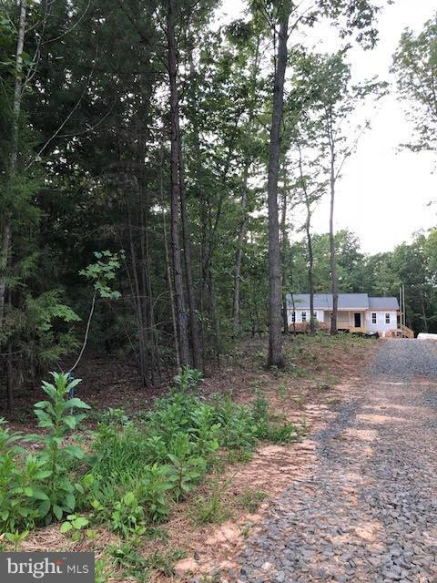 Home sits privately back in the wooded lot - 26097 INDIAN TRACE TRL, UNIONVILLE