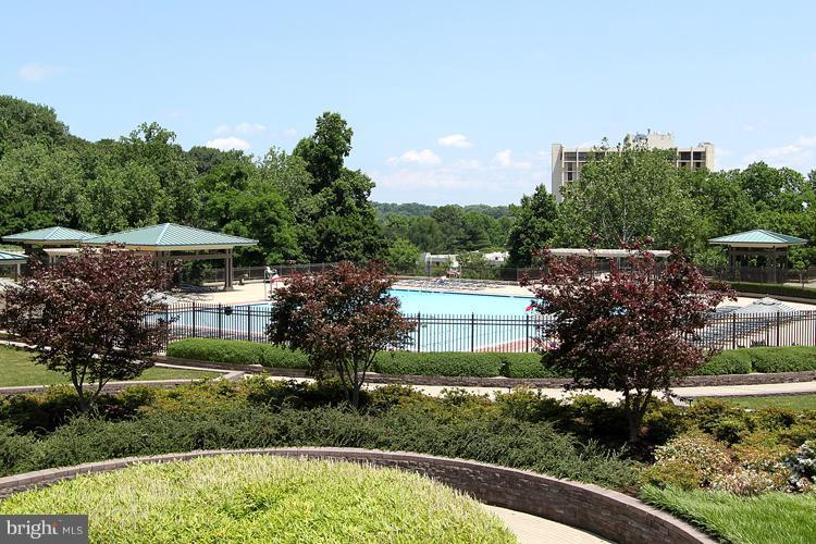 Outdoor Pool - 5225 POOKS HILL RD #1615S, BETHESDA