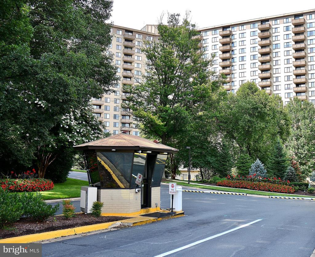 24-hour Secured Front Gate - 5225 POOKS HILL RD #1615S, BETHESDA