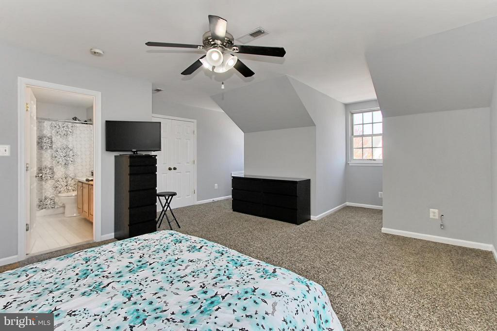 Upper Level Owners Suite - 9381 WORTHINGTON DR, BRISTOW
