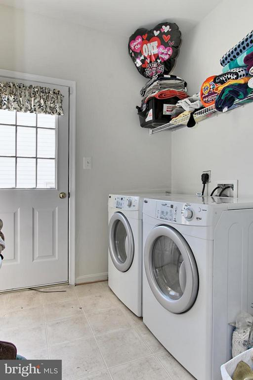 Main Level Laundry/Mudroom - 9381 WORTHINGTON DR, BRISTOW