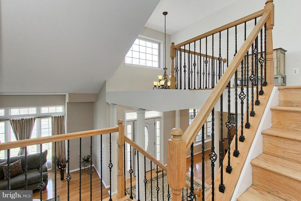 Staircase overlooking the Foyer, DR and LR - 9381 WORTHINGTON DR, BRISTOW