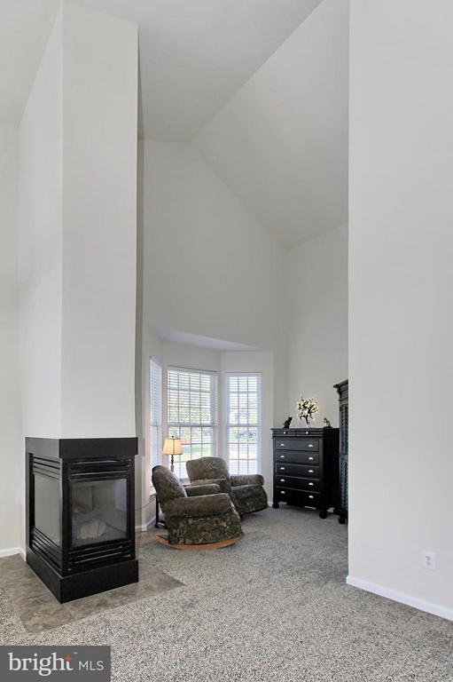 Bedroom with Sitting Room - 9381 WORTHINGTON DR, BRISTOW