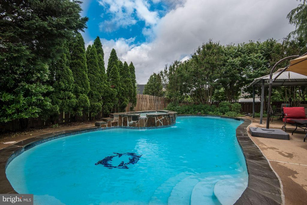 Heated and Self Maintained  In-ground Pool - 9381 WORTHINGTON DR, BRISTOW