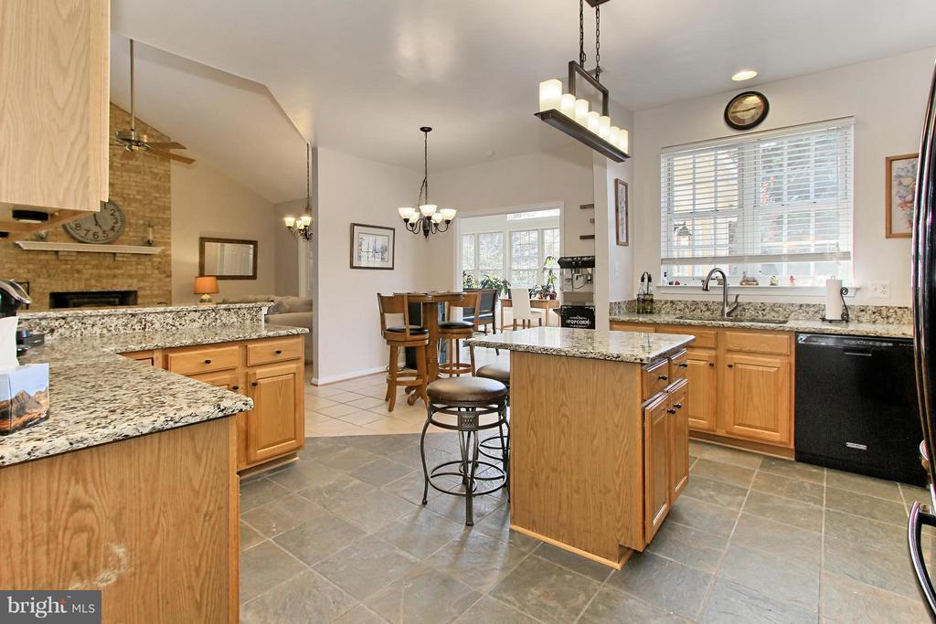 Gourmet Kitchen with update Lighting Fixtures - 9381 WORTHINGTON DR, BRISTOW