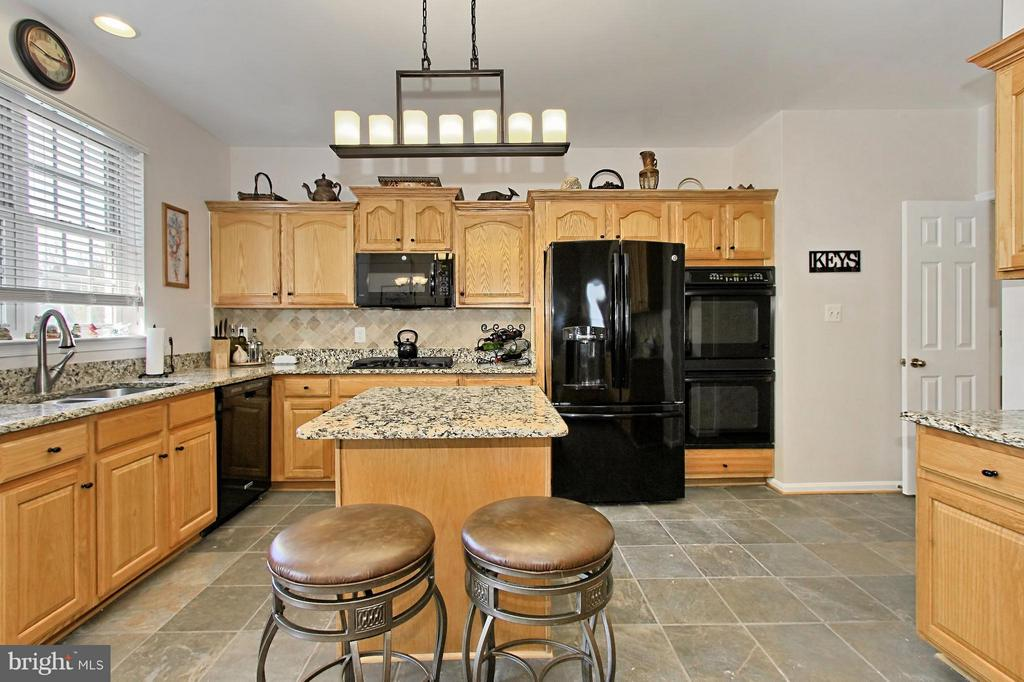 Kitchen - 9381 WORTHINGTON DR, BRISTOW
