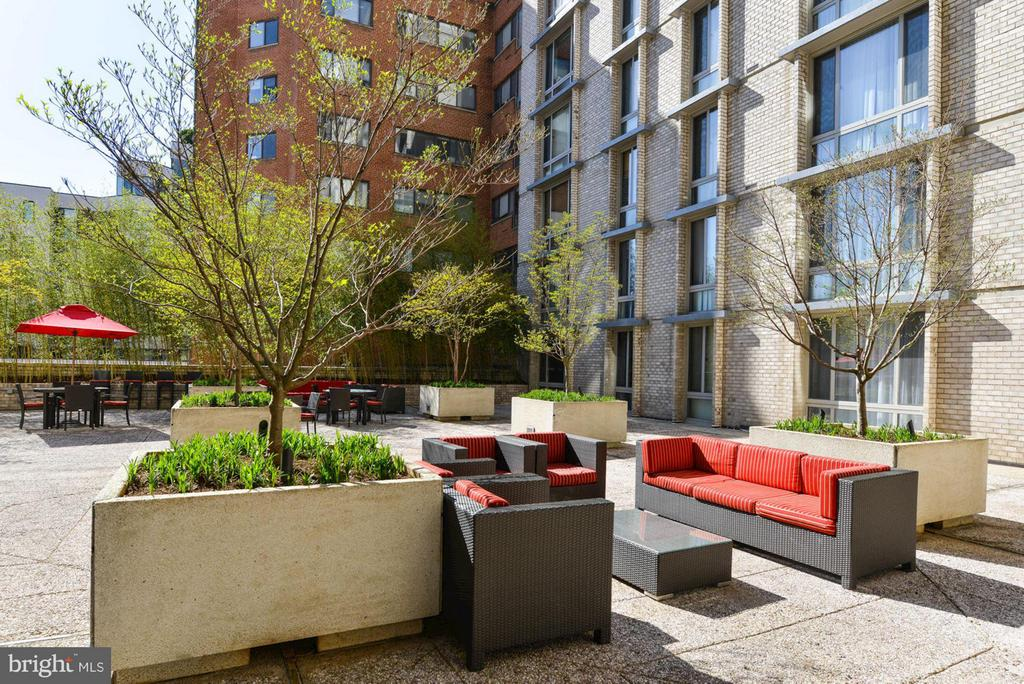 Patio with Grills - 950 25TH ST NW #203-N, WASHINGTON