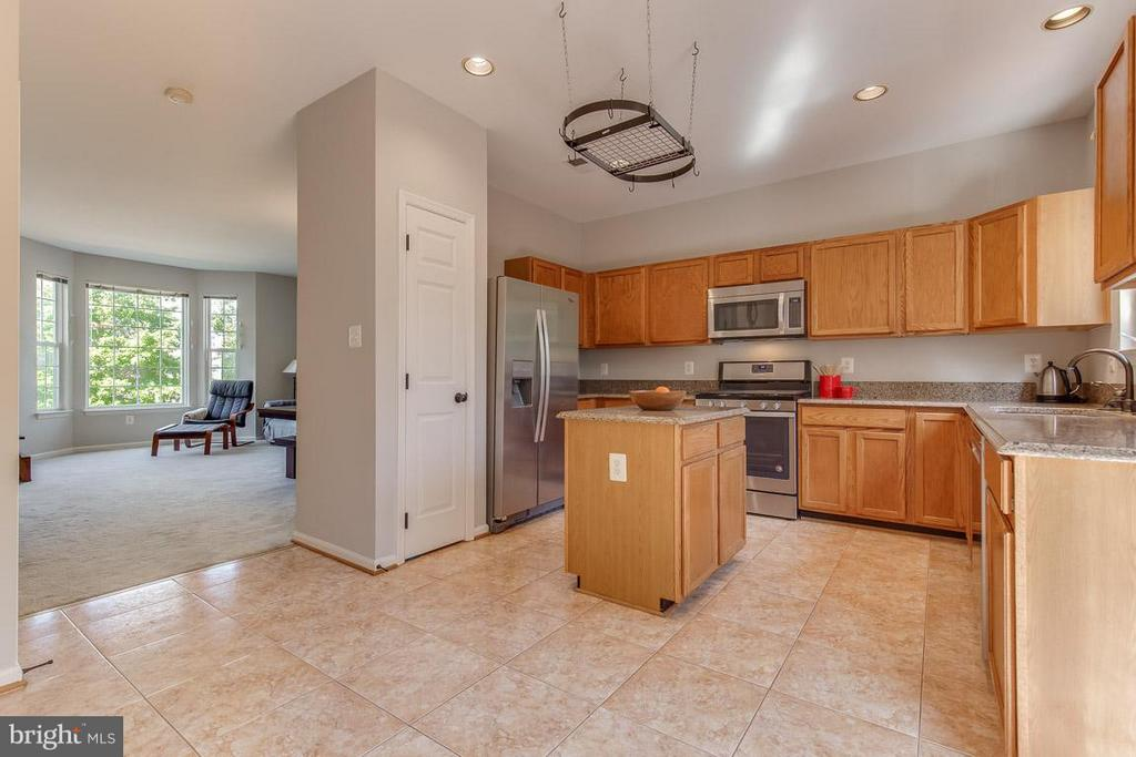 Pantry space and wonderful floow - 14817 EDMAN RD, CENTREVILLE