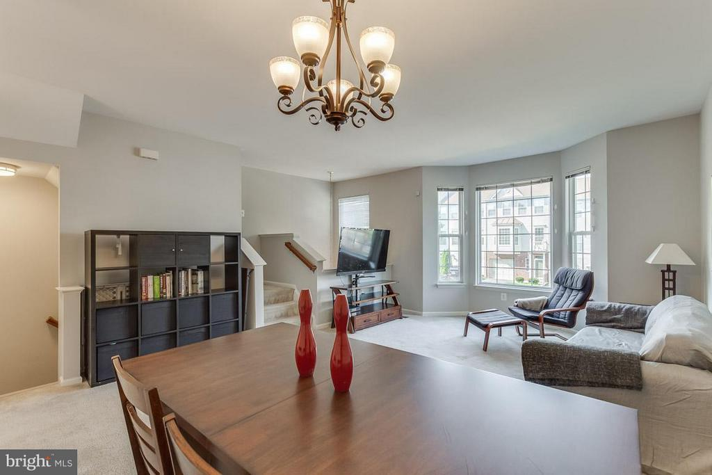 High ceilings, two story foyer, open space! - 14817 EDMAN RD, CENTREVILLE