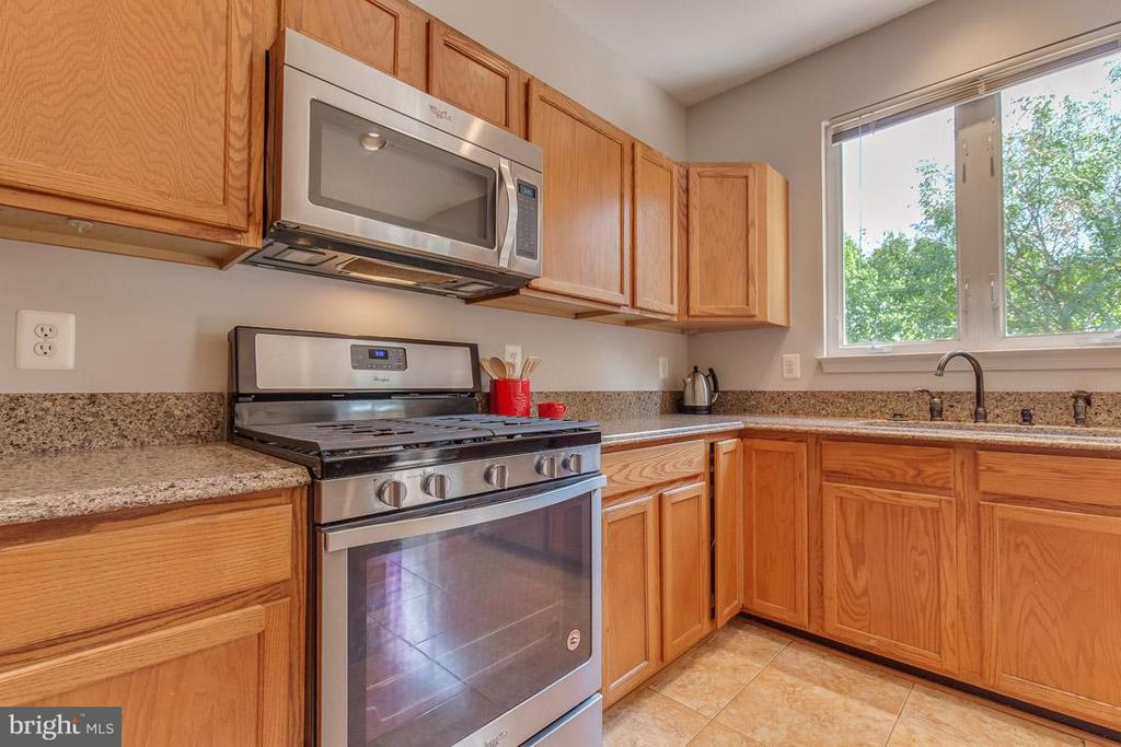Stainless steel appliances <5 years old - 14817 EDMAN RD, CENTREVILLE