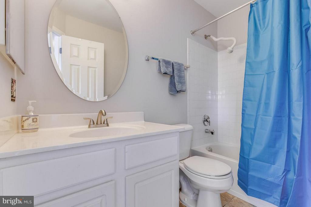 Lovely hall bathroom with updated fixtures - 14817 EDMAN RD, CENTREVILLE