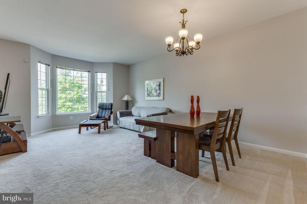 Spacious living room/dining area. Versatile space - 14817 EDMAN RD, CENTREVILLE