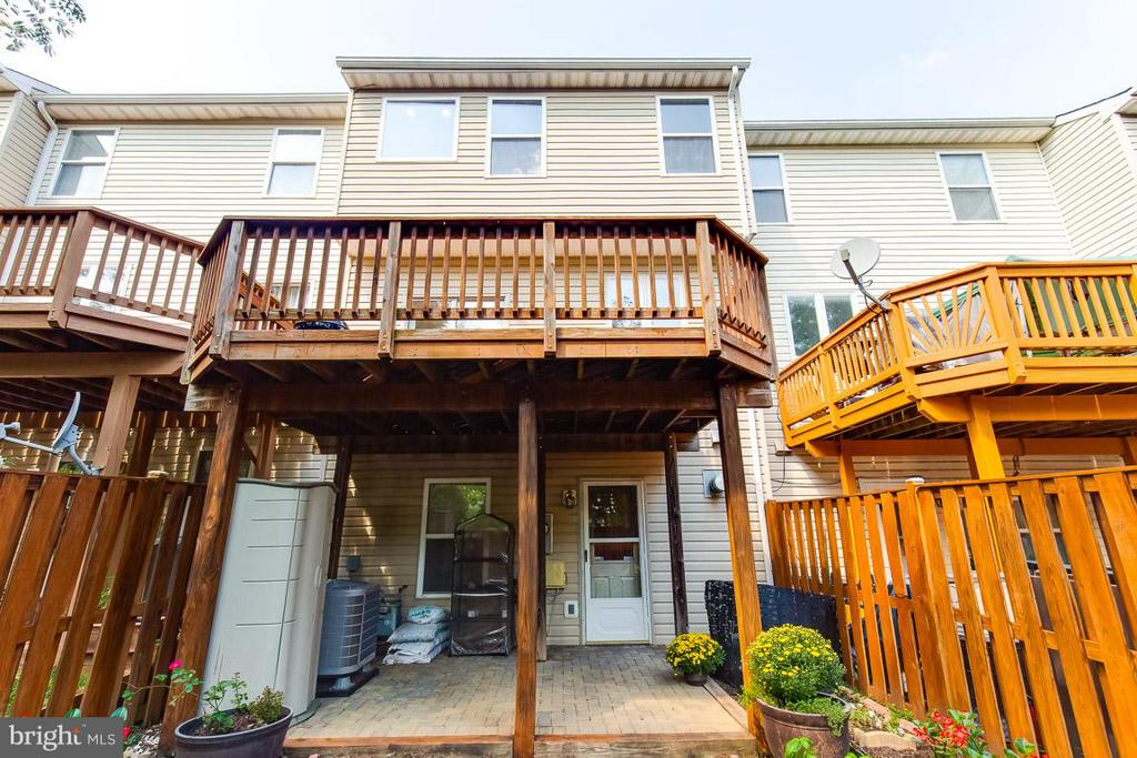 Lovely deck and patio - 14817 EDMAN RD, CENTREVILLE