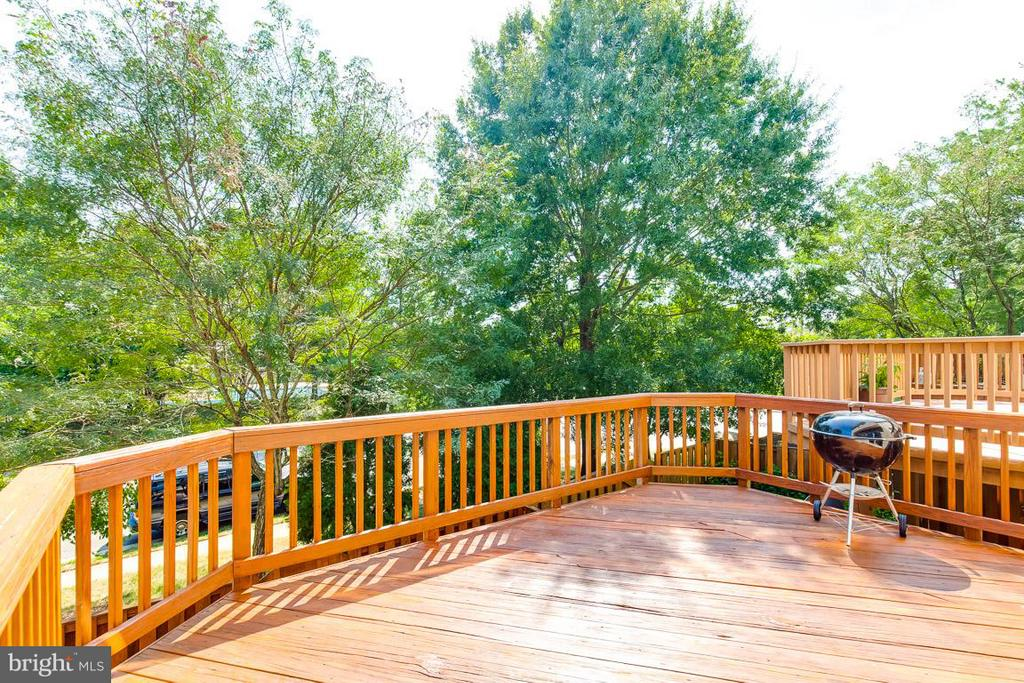 Large rear deck with green space views - 14817 EDMAN RD, CENTREVILLE