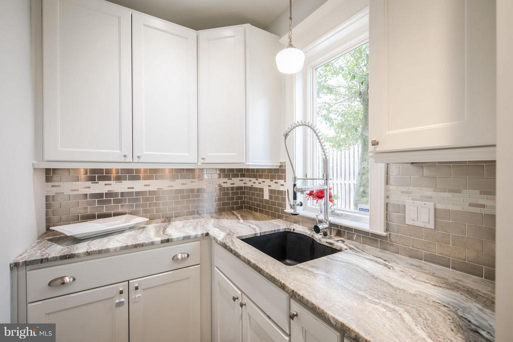 Kitchen - 3430 34TH PL NW, WASHINGTON