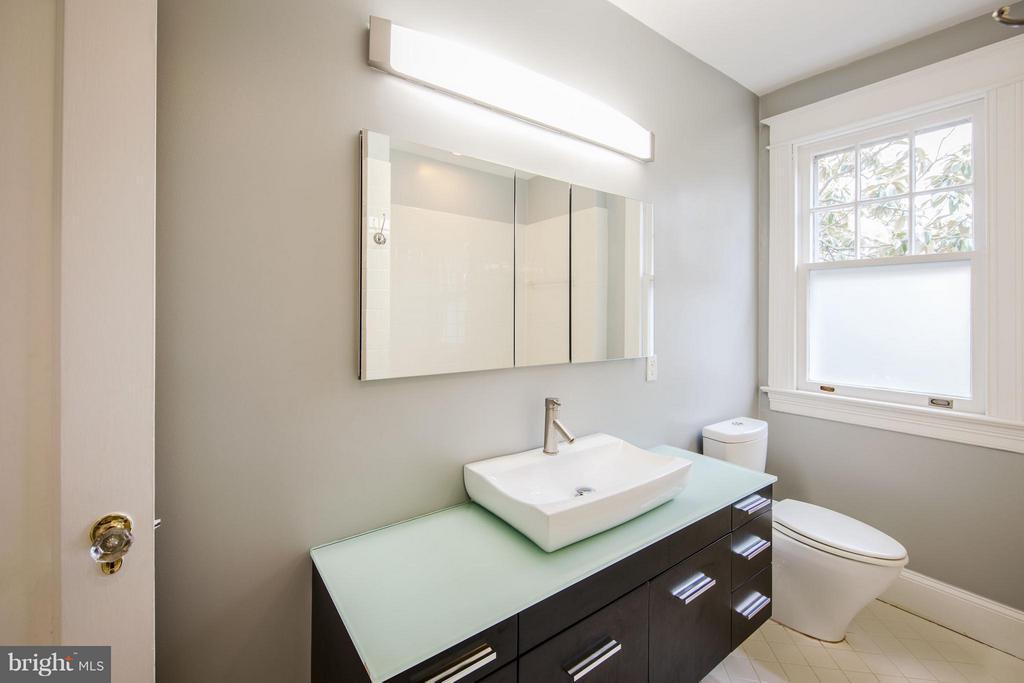 Bath - 3430 34TH PL NW, WASHINGTON