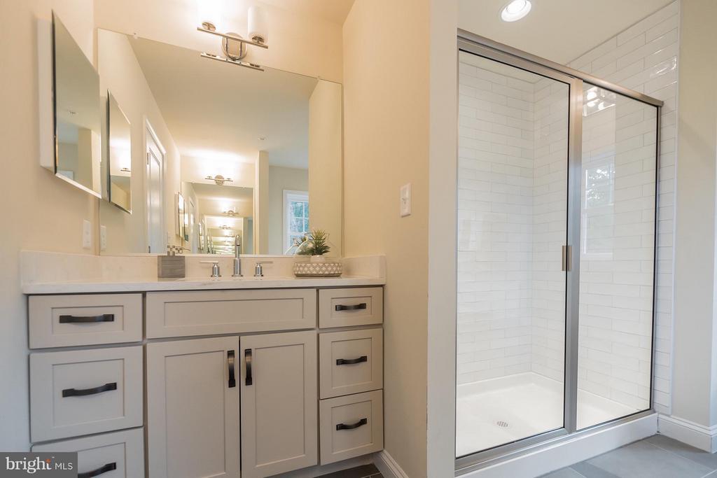 Separate shower - 2020 CONLEY CT, SILVER SPRING