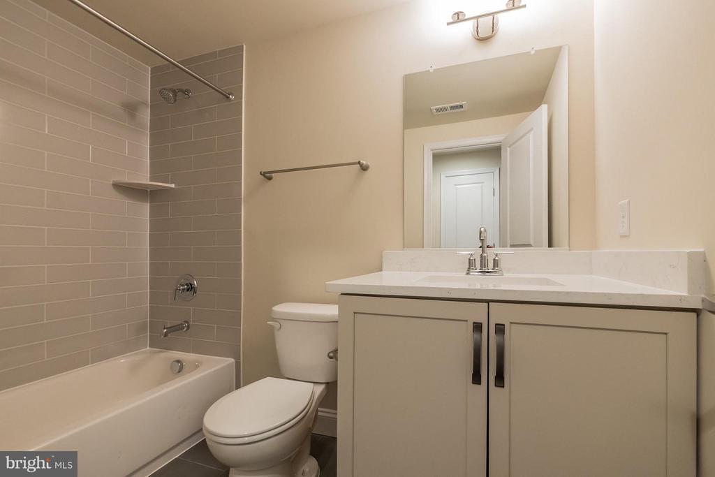 Hall bath - 2020 CONLEY CT, SILVER SPRING