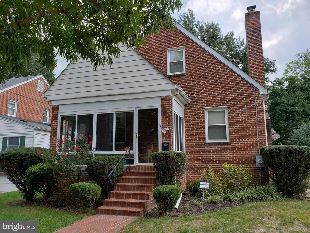 All brick with beautiful glassed in front porch - 3531 TEXAS AVE SE, WASHINGTON