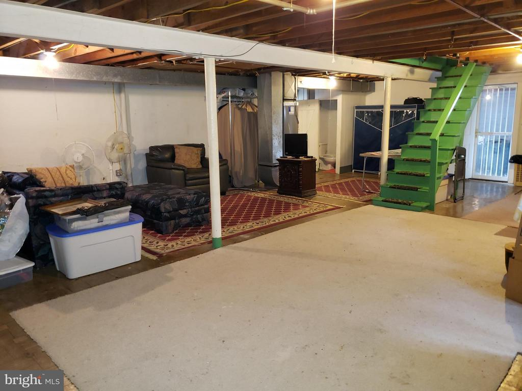 Huge basement, entire footprint of home - 3531 TEXAS AVE SE, WASHINGTON