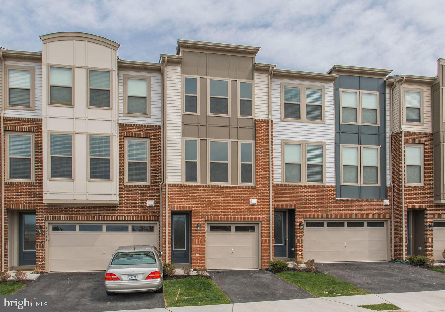 Single Family for Sale at 42363 Dogwood Glen Ter Dulles, Virginia 20166 United States