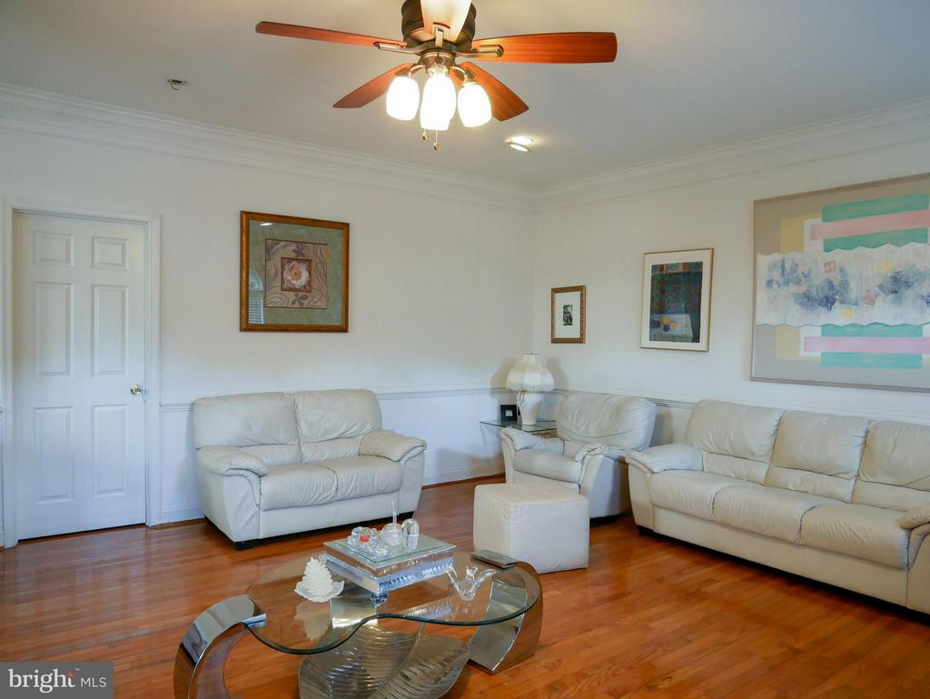 Family Room - 10409 COLESVILLE RD, SILVER SPRING